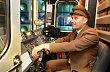Strojvedouc� metra v historick� uniform�