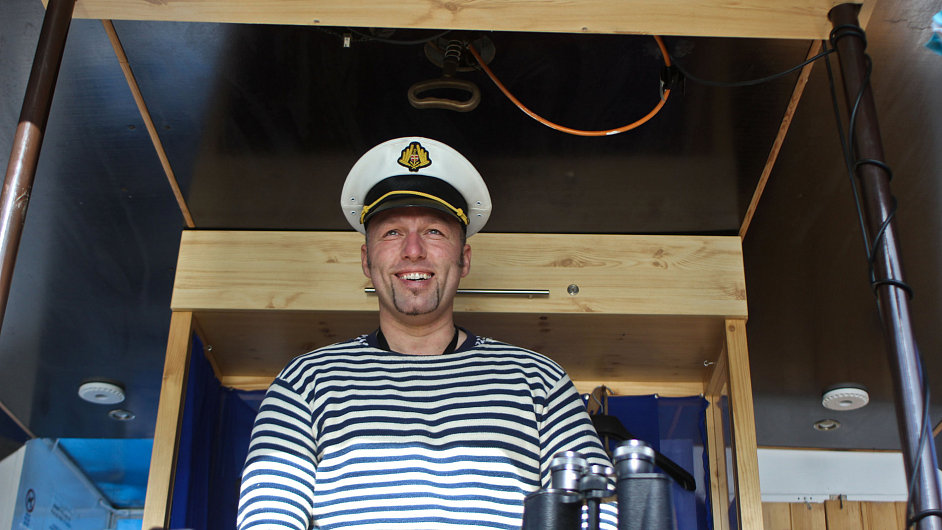 Kapitán výletní lodi Horácko, Karel Smažil