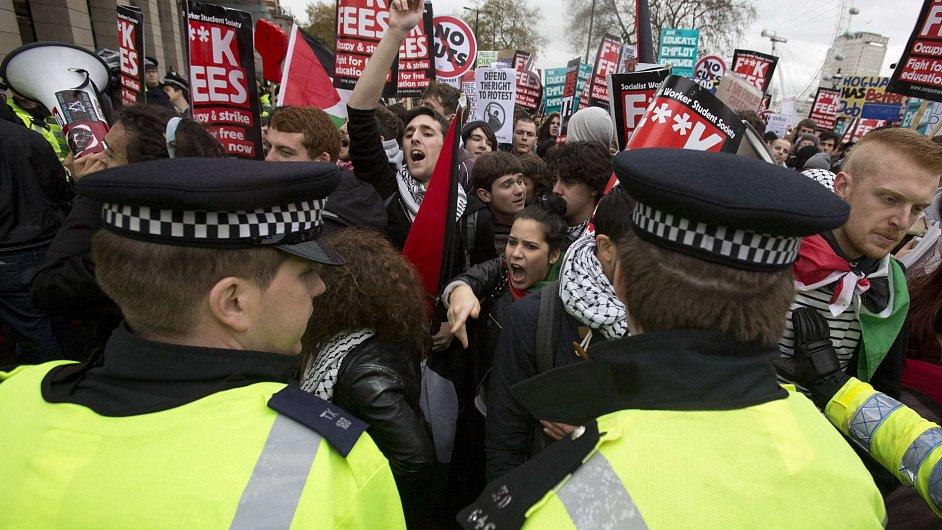 Britský protest proti rostoucímu školnému