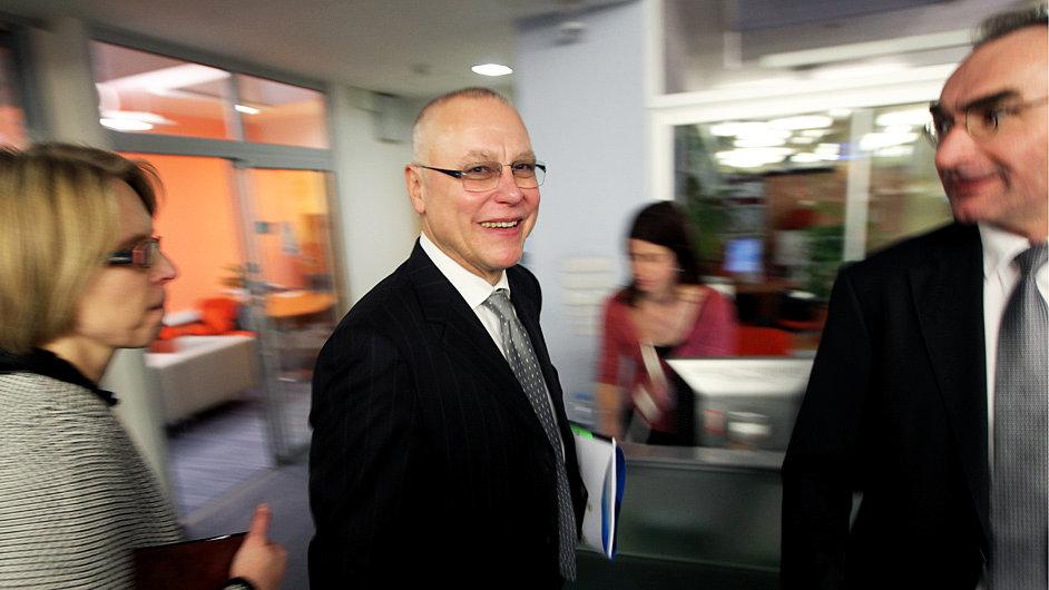 Zdeněk Bakala, majitel vydavatelství Economia, kupuje společnost Centrum Holdings.