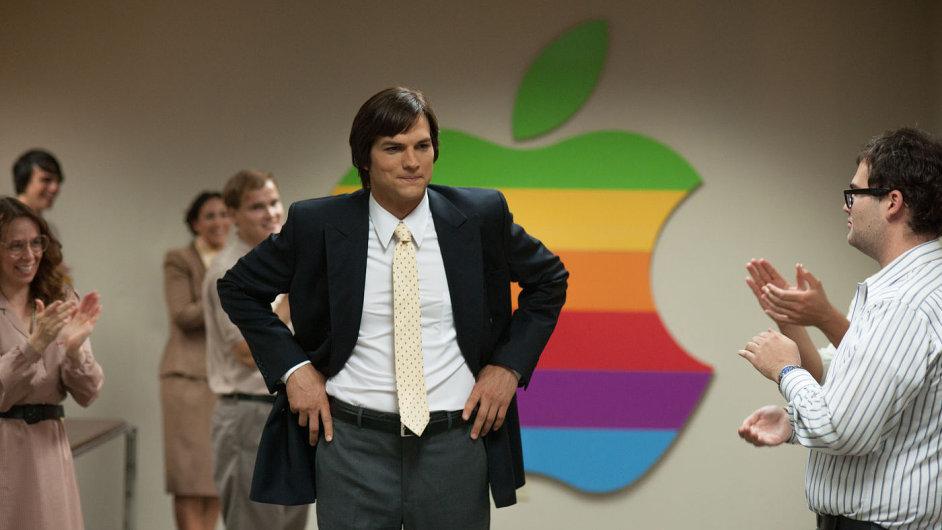 Ashton Kutcher sklízí chválu za ztvárnění Stevea Jobse
