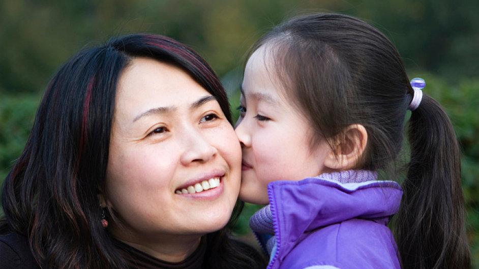 Čínská žena s dcerou.