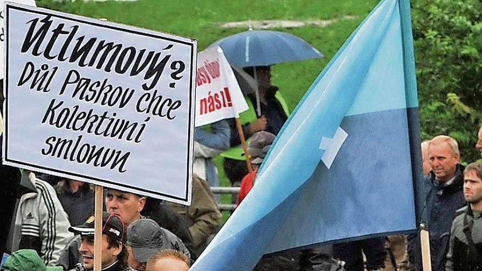 Protest v Ostravě. Na tři tisíce horníků včera demonstrovalo proti propouštění a snižování platů ve společnosti OKD.