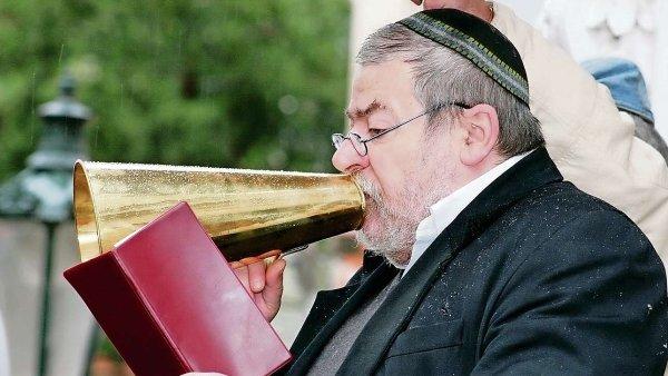 Pražský rabín Karol Sidon v románu spekuluje, jestli nebyla od Mojžíše chyba vyvést Židy z Egypta.