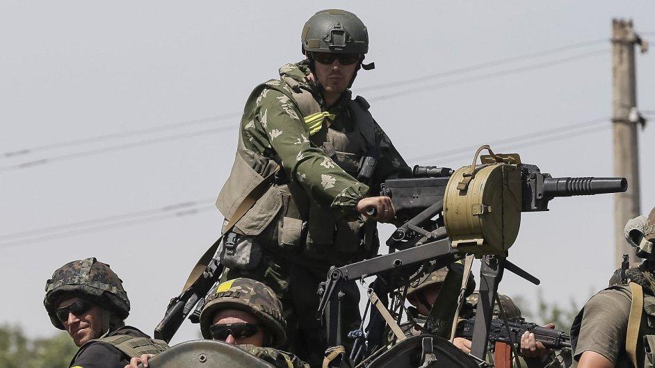 Ukrajinští vojáci poblíž města Konstantinovka na východě země