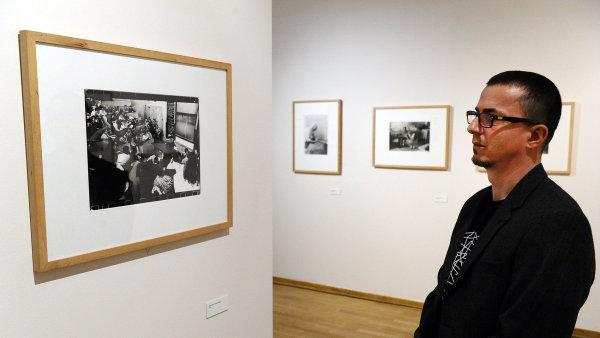 Moravsk� galerie vystavuje fotky Dagmar Hochov� z jej� poz�stalosti