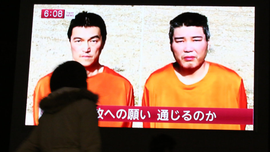 Dvojice japonských rukojmí Haruna Jukawa a Kendži Goto, jejichž zabitím vyhrožoval Islámský stát.