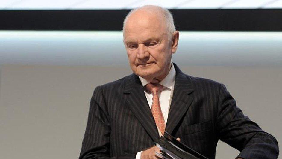 Předseda dozorčí rady Volkswagenu Ferdinand Piëch odstoupil z funkce.