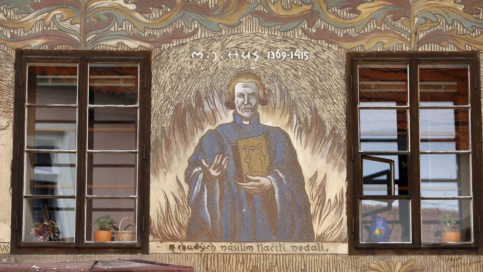 Vyobrazení Jana Husa na fasádě domu v Husinci (ilustr. foto)