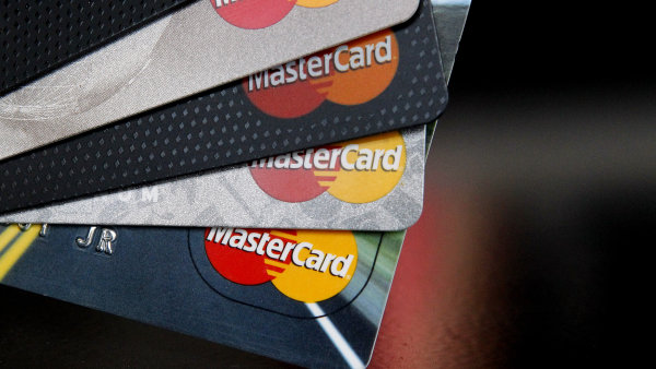 Kartou MasterCard lze nově zaplatit v autobusech na Jesenicku - Ilustrační foto.