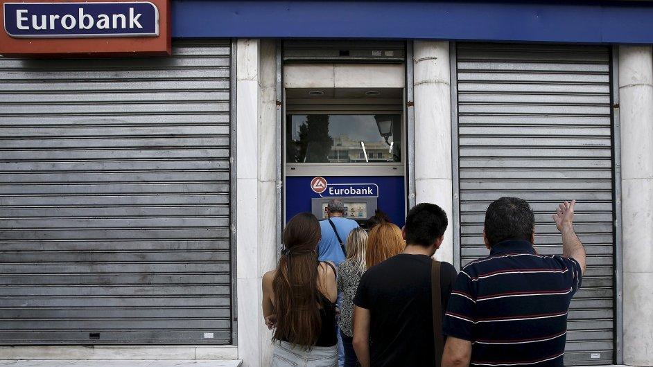 Fronta u řeckého bankomatu - Ilustrační foto.