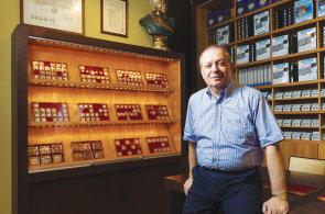 90 procent lidí bere numizmatiku jako dobrou investici, říká sběratel, který pomáhá budovat sbírky