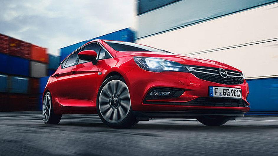 Opel_Astra_Jde_Golfu_po_krku_ale_ma_na_to_