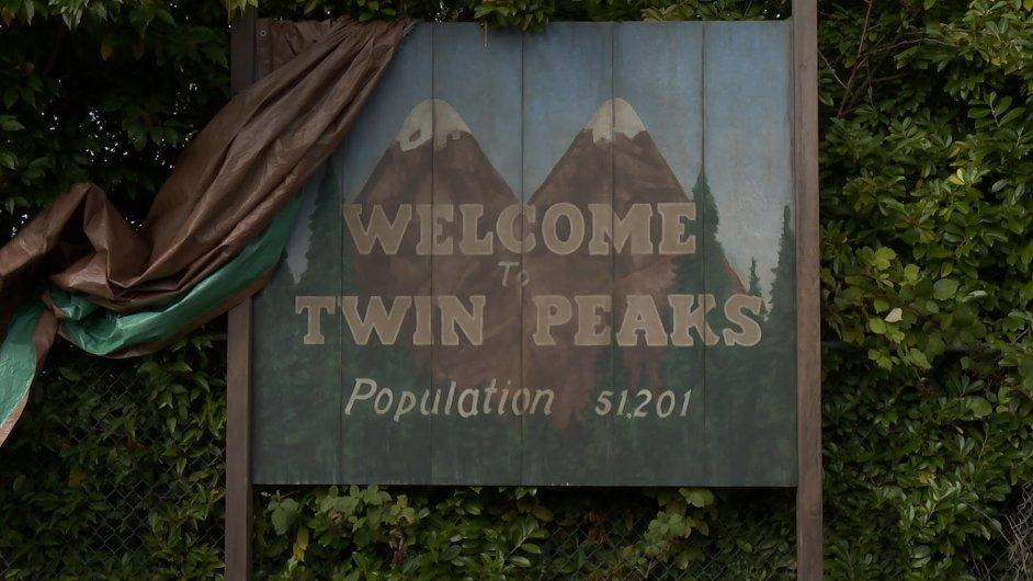 Městečko Twin Peaks se na obrazovky vrátí v roce 2017.