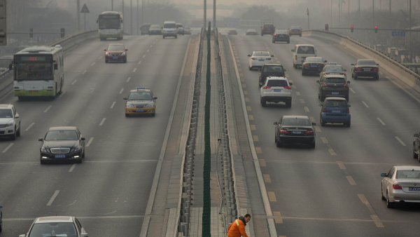 Prodej aut v Číně se na začátku roku meziročně zvýšil o 7,7 procenta - Ilustrační foto.