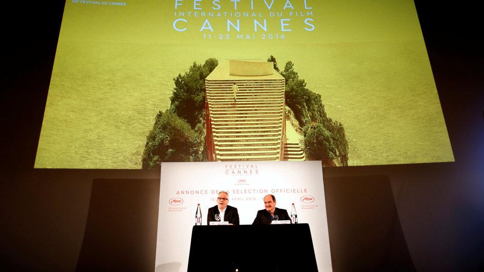 Na snímku ze čtvrteční tiskové konference jsou ředitel festivalu v Cannes Thierry Fremaux (vlevo) a prezident přehlídky Pierre Lescure.
