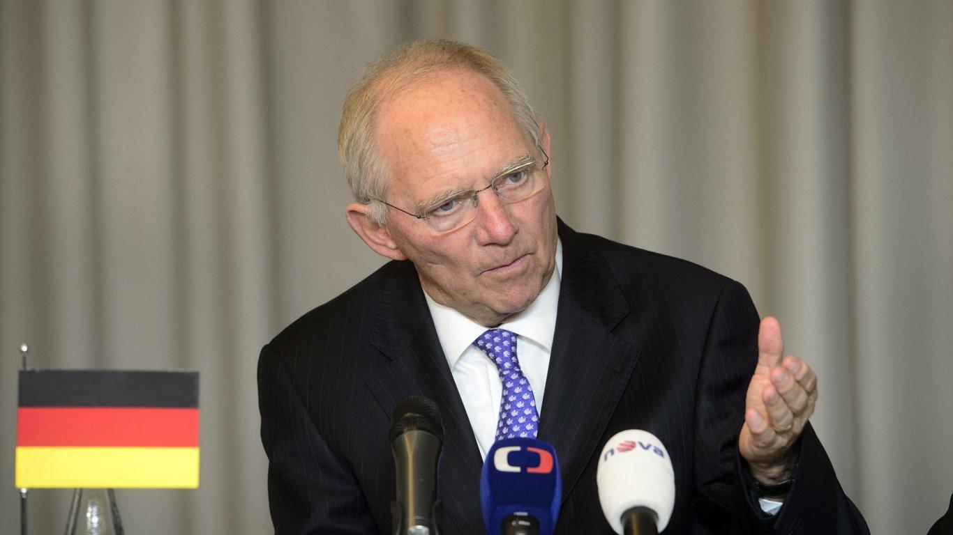 Český ministr financí Andrej Babiš a německý ministr financí Wolfgang Schäuble na brífinku po jednání