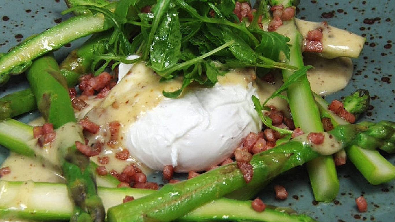 Pošírované vejce s chřestem podle šéfkuchaře. Zkuste jednoduchý recept