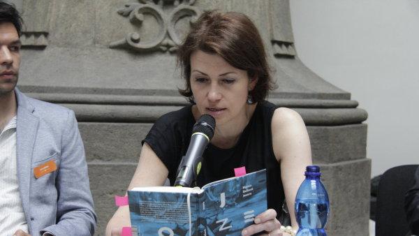 Na snímku z představení knihy v Lapidáriu Národního muzea jsou spisovatel a redaktor Jan Němec a autorka Jezera Bianca Bellová.