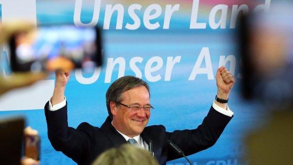 Šéf strany v Severním Porýní-Vestfálsku Armin Laschet reaguje na odhady výsledků voleb.