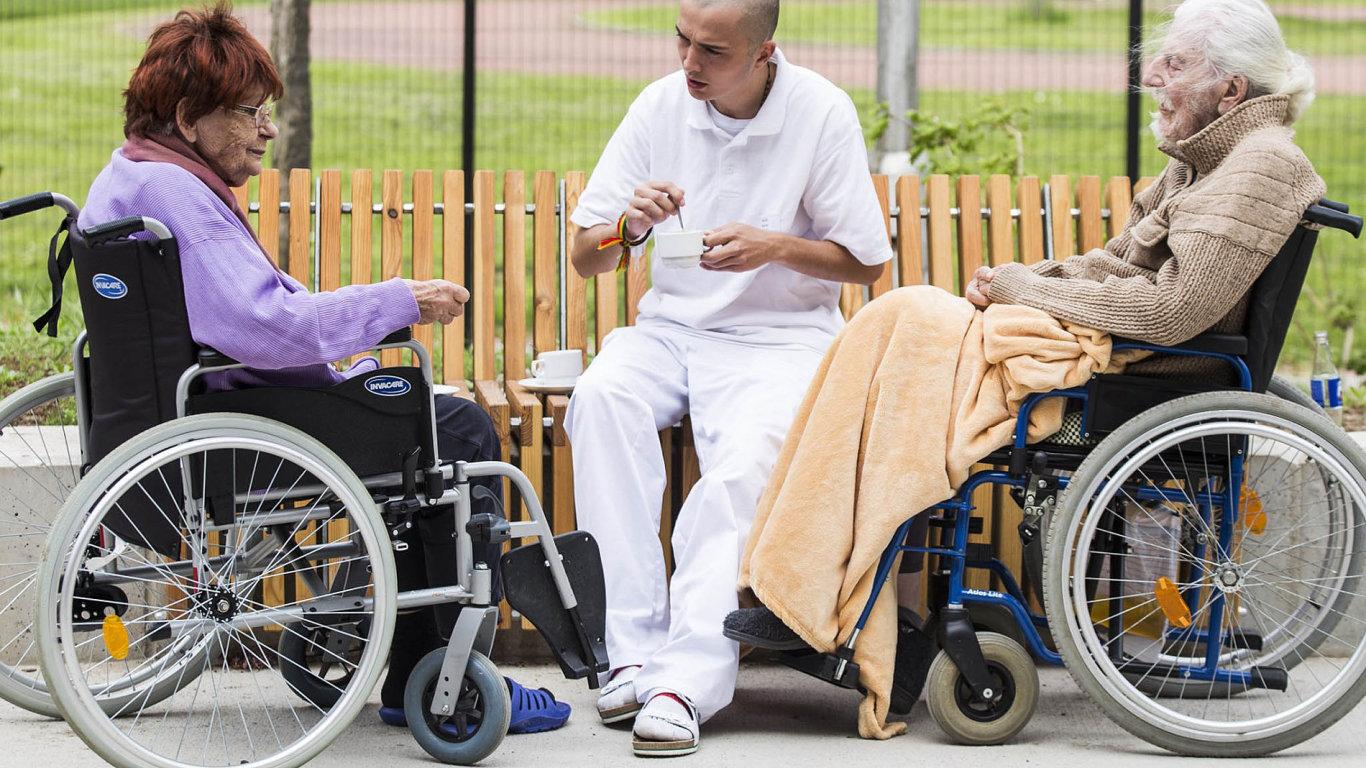 Domov pro seniory GrandPark vHradci Králové pečuje iolidi se sníženou soběstačností, u některých kvůli Alzheimerově nemoci.
