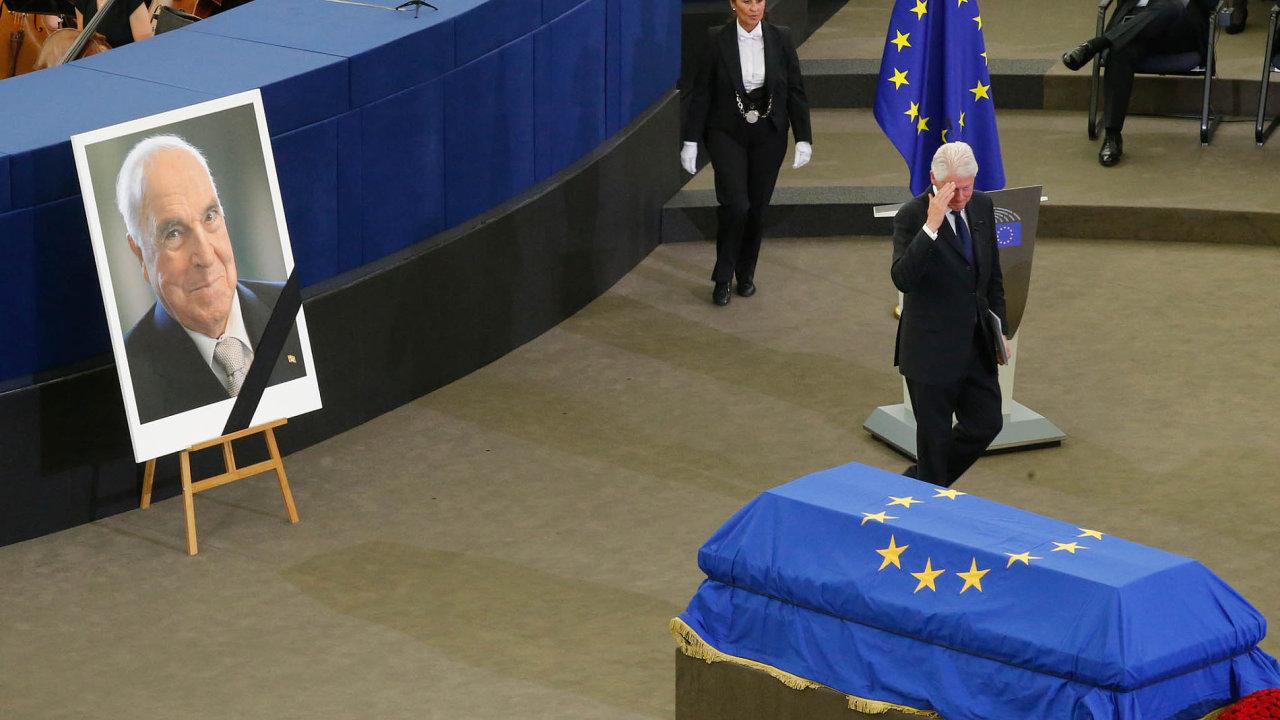 Sbohem pro Evropana: Kohl si přál rozloučení vEvropském parlamentu.
