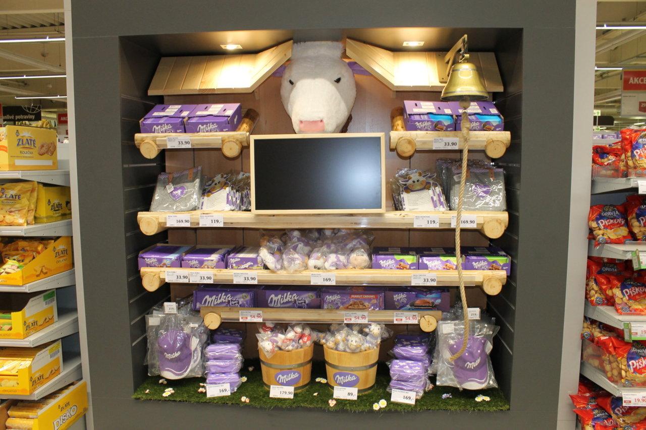 Milka - shelf in shelf v Globusu na Černém Mostě