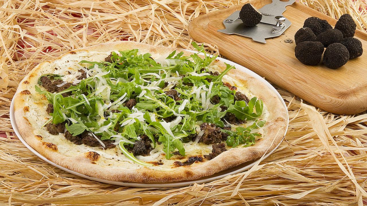 Lanýžová pizza s játrovým paté ve focaccerii Alforno
