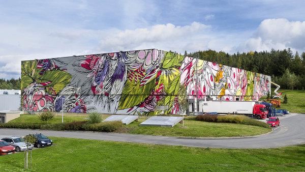 Na skladech v Humpolci a Praze vznikají největší graffiti v Česku.