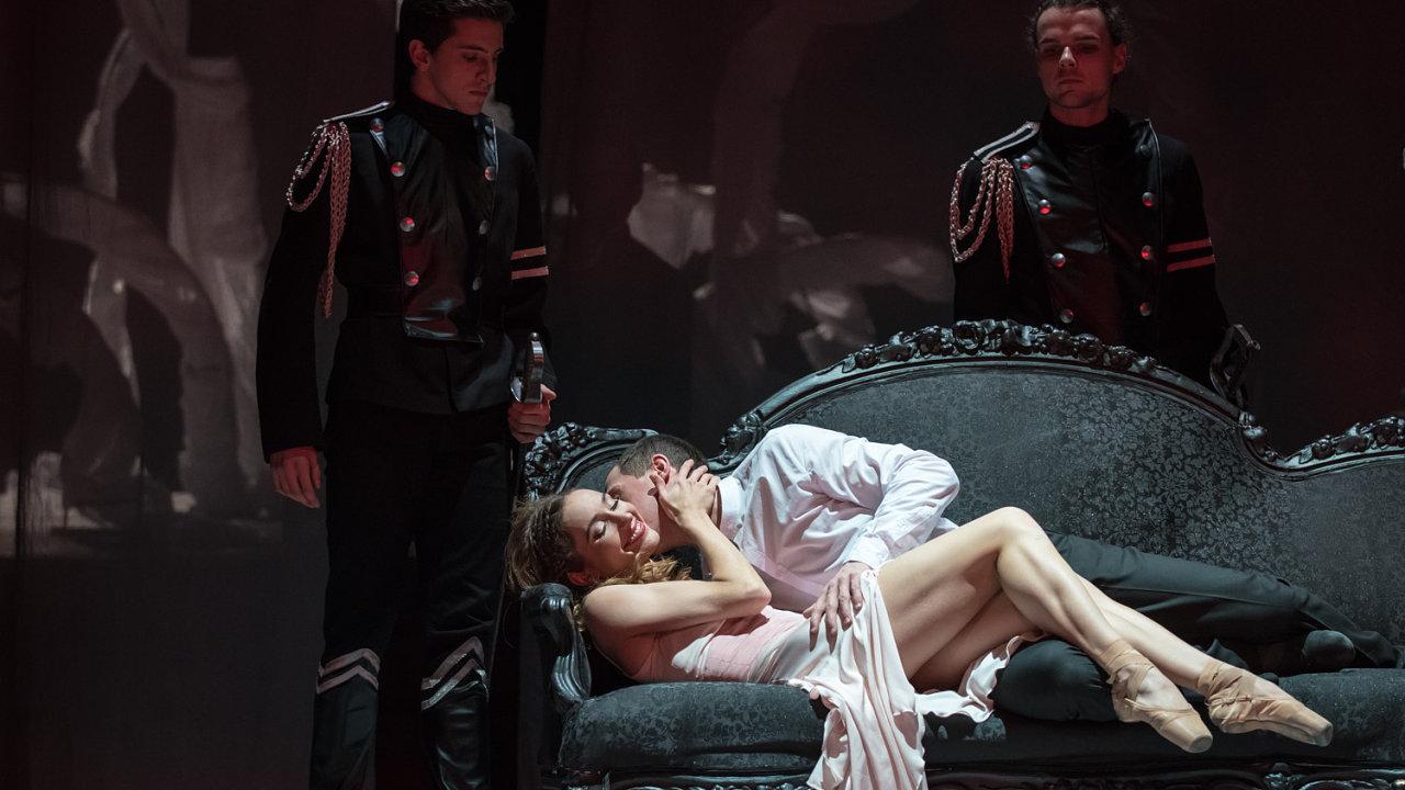 Jarmila Hruškociová (Manon), Karel Audy (Des Grieux).
