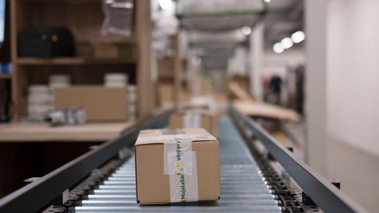 Online lékárna stěhuje své distribuční centrum.