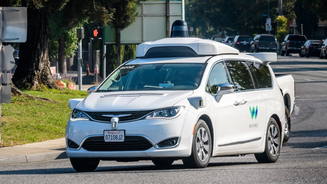Autonomní vozidlo Waymo.