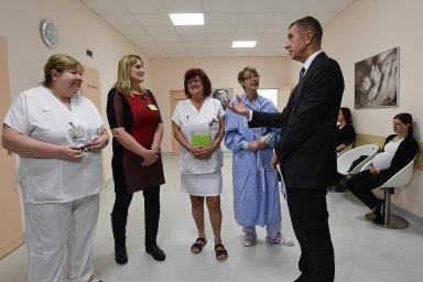 Provoz prvního Centra porodní asistence vČesku v pražské Nemocnici NaBulovce si prohlédl premiér Andrej Babiš.