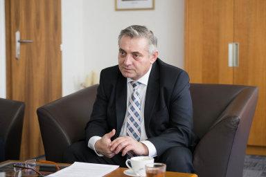 Podle informací serveru Novinky.cz podezírá policie šéfa antimonopolního úřadu Petra Rafaje (na snímku) z korupce spolu s ředitelem firmy Kapsch Karlem Feixem.