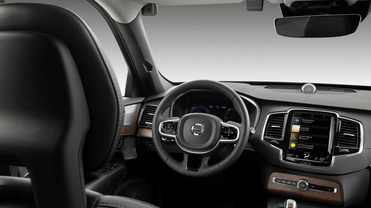Volvo nasadí kamery, které rozpoznají chování opilého řidiče.