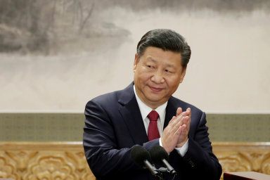 Čínský prezident láká. Čína je pro mnohé státy přitažlivá, současně je ale velkým rizikem.