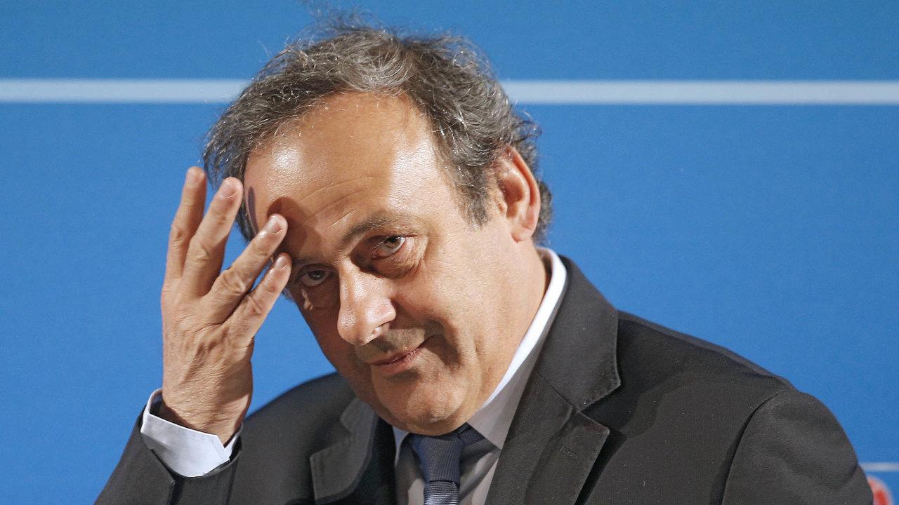 Další problémy. V příštím roce měl Michelu Platinimu vypršet zkrácený trest zákazu činnosti ve fotbale, teď je kvůli korupci vyslýchán civilními vyšetřovateli.