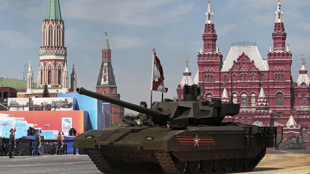 Na defilé vyjel nový ruský tank Armata