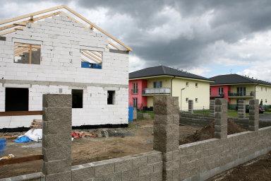 Loni se vČesku začalo stavět přes 19 tisíc bytů vrodinných domech.