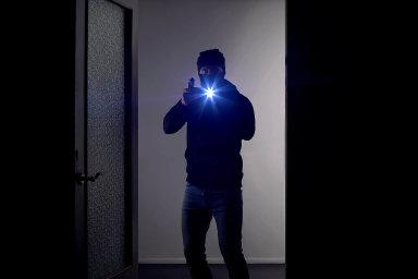 Střílím bez varování. Podle návrhu SPD by mohl člověk, ke kterému domů vnikne cizí osoba, bez váhání použít zbraň.