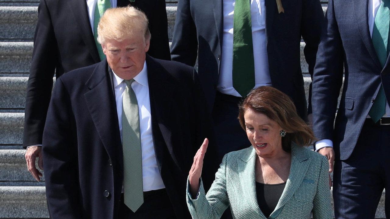 Pryč sprezidentem: Ještě vbřeznu spolu Donald Trump aNancy Pelosiová diskutovali. Teď jsou znich nepřátelé.