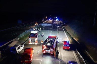 Na 49. kilometru dálnice D1 havarovalo pět osobních aut a jeden nákladní vůz.