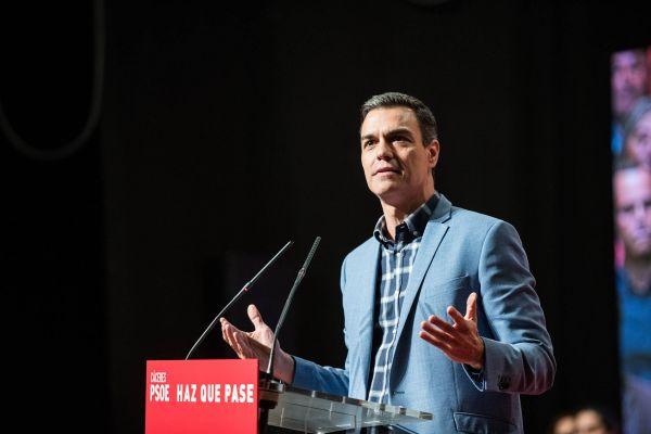 Pedro Sánchez (socialisté– PSOE). Socialistický politik se kmoci dostal včervnu 2018. Krátce předtím se mu podařilo sehnat podporu pro vyslovení nedůvěry lidovecké vládě Mariana Rajoye.