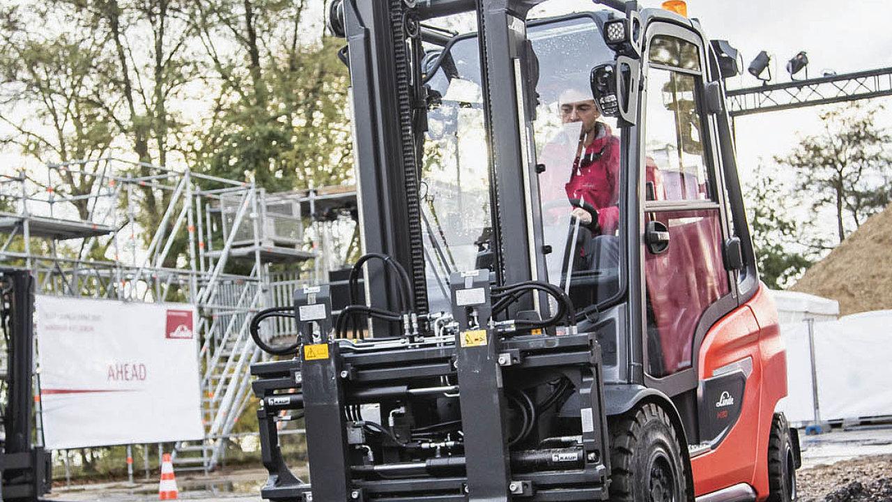 Nová generace vozíků Linde zvládne iprácivnáročném terénu.
