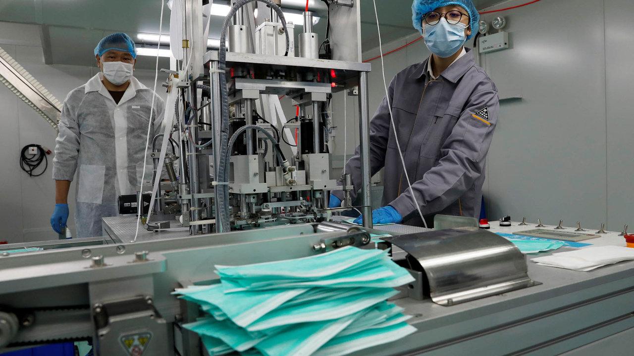 Při pohledu naekonomiku výroby respirátorů je tak patrná jedna věc: tento dříve zhlediska byznysu okrajový produkt se stal nyní strategickým výrobkem.