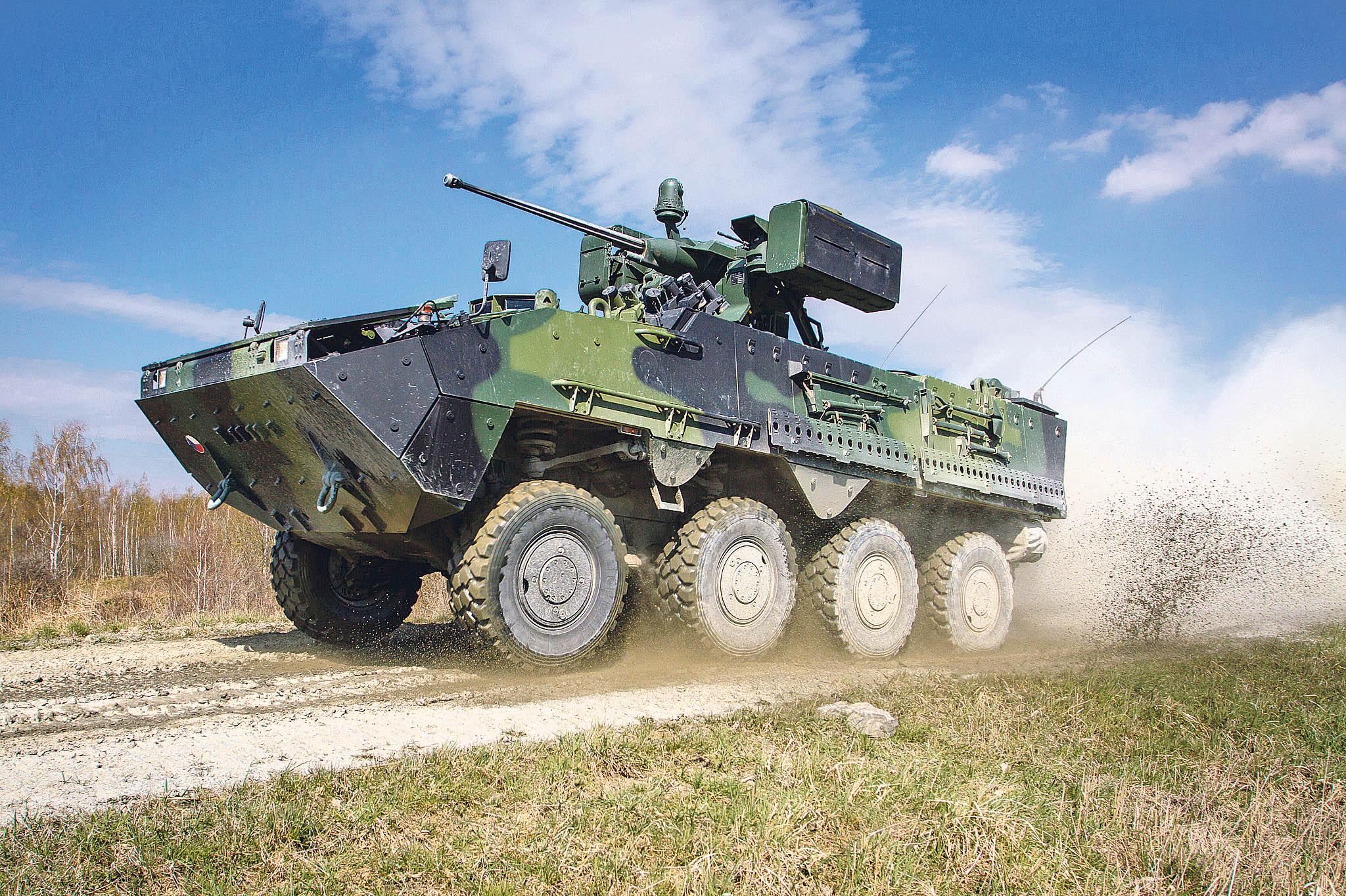 Kolový obrněnec Pandur II 8x8 CZ, který je schopný plavby, se plně vyrábí vČesku. Doprodukce jsou široce zapojeni tuzemští dodavatelé, včetně státních podniků Ministerstva obrany ČR.