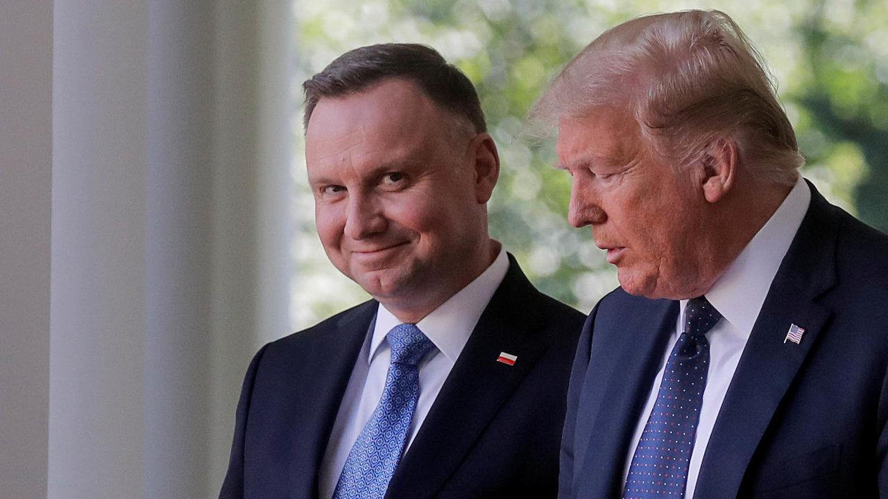 Poláci v Bílém domě nepodepsali žádnou zočekávaných smluv ani jim Trump neslíbil více vojáků. Pro Dudu tak návštěva byla především příležitostí k fotografiím s lídrem nejmocnějšího státu.