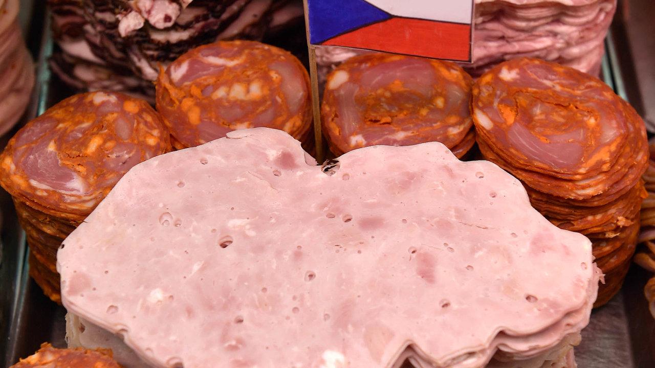 Hezké, české. Ministr zemědělství Toman hájí co největší podíl tuzemských potravin vobchodech. Podle kritiků by jídlo zdražilo abylo by ho méně.
