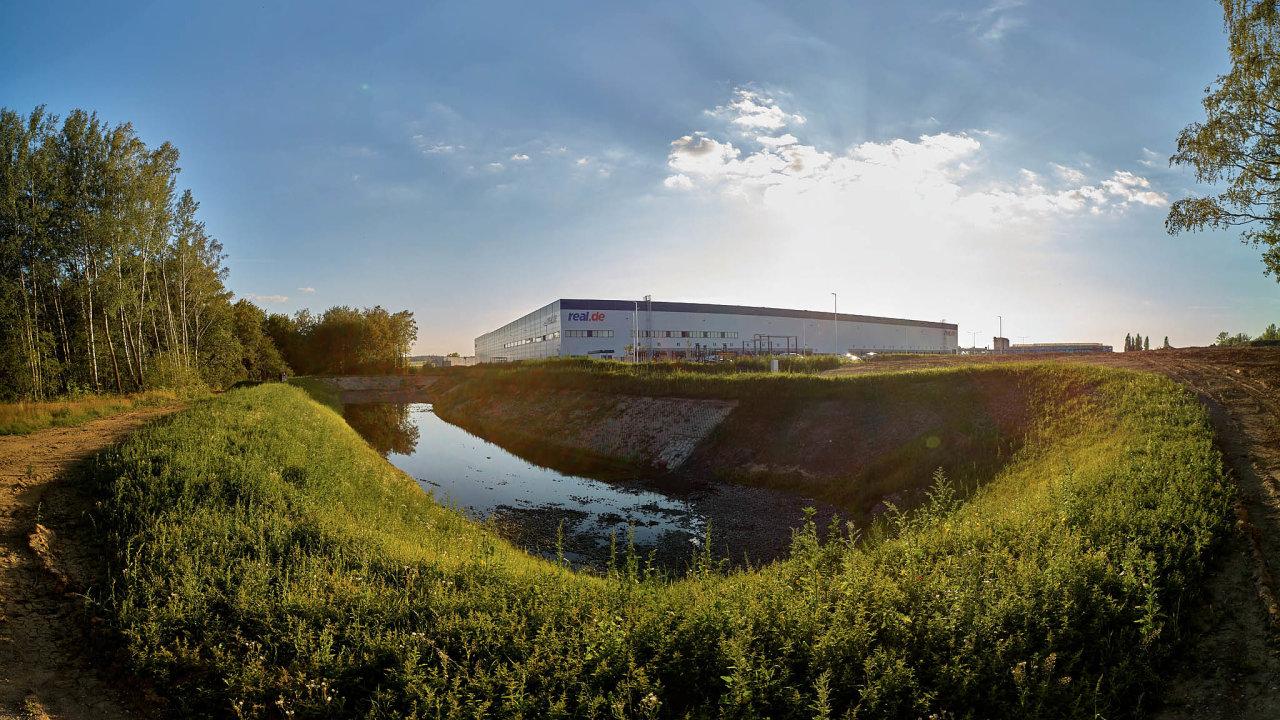 Průmyslová budova vChebu, kterou jako distribuční centrum využívá německý on-line prodejce Real Digital, získala prestižní ekologickou certifikaci.