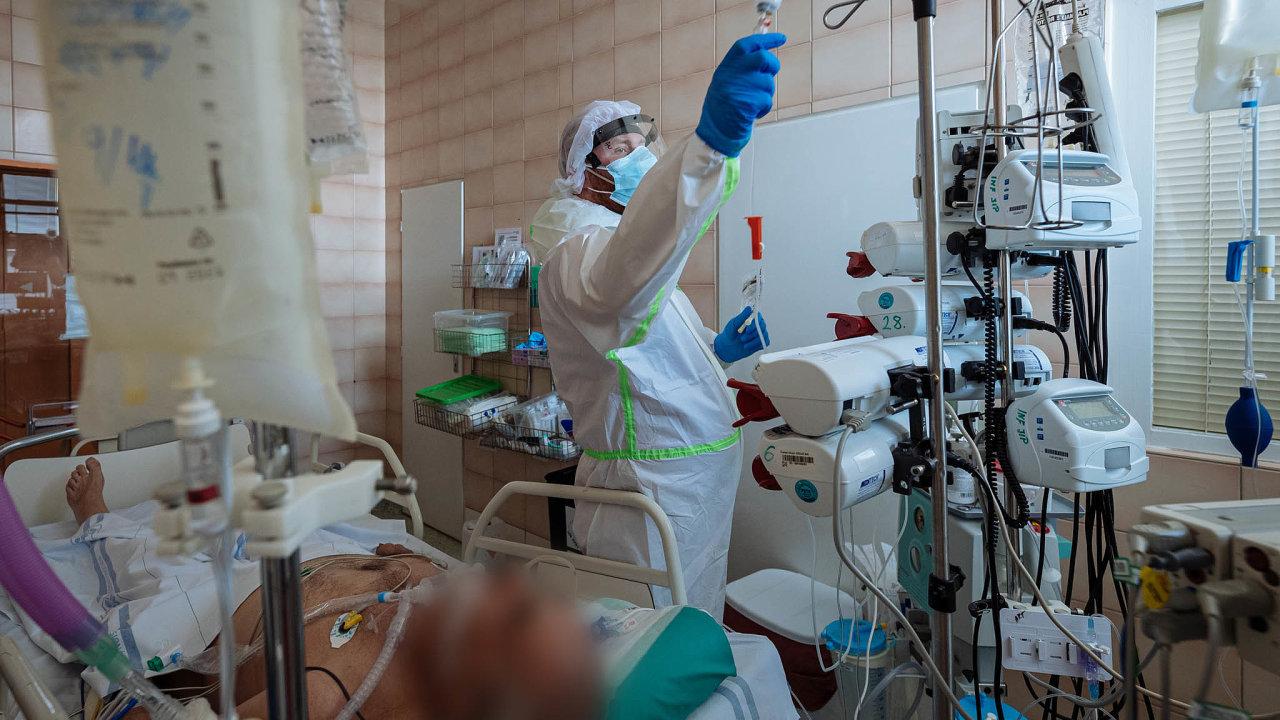 Tisícovka lůžek. Ještě před třiceti lety měla infekční oddělení přes čtyři tisíce lůžek, nyní jde očtvrtinu.